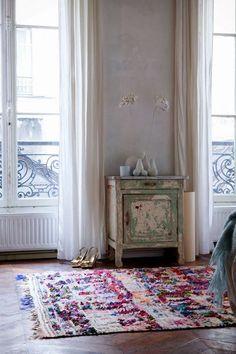 The boucherouite rugs - SA Decor & Design Home Living, Living Spaces, Room Inspiration, Interior Inspiration, Home Interior, Interior Design, Farmhouse Side Table, Living Room Designs, Home Decor