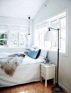 sypialnia w letnim wakacyjnym nastroju
