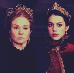 Adelaide Kane as Mary Queen of Scots and Megan Follows as Queen Catherine de Medici in Reign Reign Catherine, Reign Mary, Mary Queen Of Scots, Queen Mary, Megan Follows Reign, King Francis Of France, Reign Serie, Pride & Prejudice Movie, Reign Tv Show