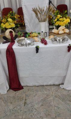 Na igreja evangélica a Santa Ceia é um dos eventos mais importantes. É um momento de gratidão e confraternização com os irmãos, quando lembr...