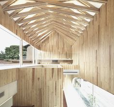 Scissors truss for curvy pitched roof - Cerchas en tijera para techo a dos aguas curvado  //  dental clinic by Kohki Hiranuma