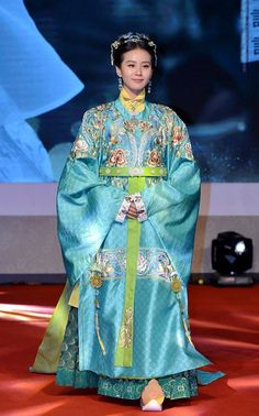 """Chinese actress Liu Shishi and Taiwanese actor Wallace Huo were dressed up in ancient costumes at a press conference for their TV drama """"The Imperial Doctress"""" in Hangzhou city, China, July 7, 2014  Having extensive love scenes with two heroes in the drama, Taiwanese actor Nicky Wu`s girlfriend Liu expressed no pressure at all. Huo also defended Liu, saying Nicky and he had been friends for a long time, so they just did what they should do as actors"""