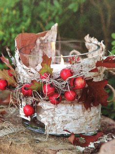 Berries and candle. – Diy Fall Decor Berries and candle. Easter Wreaths, Christmas Wreaths, Christmas Crafts, Christmas Decorations, Holiday Decor, Photo Candles, Diy Candles, Woodland Christmas, Autumn Crafts