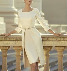 Robe cocktail blanche, classe