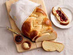 Geflochtener Striezel Hot Dog Buns, Hot Dogs, Bread, Desserts, Food, Tv, Bee Cakes, Vanilla Cream, Braid
