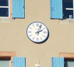 Cadran Bodet installé sur la façade de l'hôtel de ville de Varilhes (09), Languedoc-Roussillon-Midi-Pyrénées.