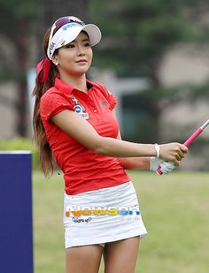 Expert Golf Tips For Beginners Of The Game. Golf is enjoyed by many worldwide, and it is not a sport that is limited to one particular age group. Not many things can beat being out on a golf course o Sexy Golf, Girls Golf, Ladies Golf, Lpga Players, Lpga Golf, Cute Golf Outfit, Golf Chipping, Golf Tips For Beginners, Golf Player