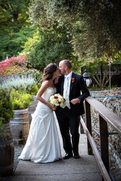 Walkway Photos | Photo by Eli Pitta Photography | Flowers by Delford West |   Elliston Vineyards, Sunol, CA