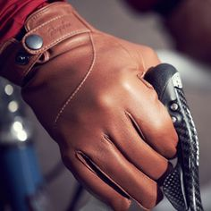 Rapha Leather Town Gloves - Style and function merge to keep you warm and comfortable during the daily commute