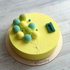 #Repost @shanti_aa: Ещё один весенний тортик для малыша ☀️ Сморю на него и представляю, как вдыхаю аромат весенних цветов Внутри Муссовый Чизкейк Вес 1,5 кг; d22. #ТортаВкус