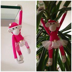 Hæklet Kaj Bojesen abe, forklædt som ballerina