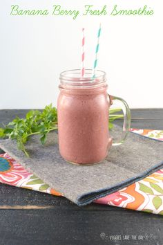 Banana Berry Fresh Smoothie (vegan, gluten free, sugar free) from 40 Days of Green Smoothies by Becky Striepe Vegan Smoothies, Green Smoothie Recipes, Juice Smoothie, Green Smoothies, Juice Recipes, Drink Recipes, Banana Berry, Healthy Detox, Diet Drinks