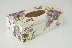 Chustecznik+wiosenny+w+A.K.Design+na+DaWanda.com Tissue Box Holder, Tissue Box Covers, Tissue Boxes, Decor Crafts, Diy And Crafts, Kleenex Box, Decoupage Box, Jewellery Boxes, Tin Boxes