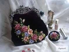 Wonderful Ribbon Embroidery Flowers by Hand Ideas. Enchanting Ribbon Embroidery Flowers by Hand Ideas. Embroidery Purse, Silk Ribbon Embroidery, Embroidery Patterns, Embroidery Books, Embroidered Bag, Ribbon Art, Beaded Purses, Embroidery Techniques, Needlework