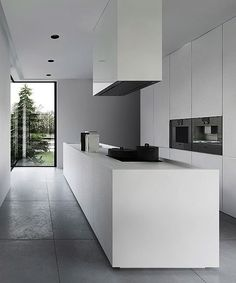 Godard beerdreef 1 geniet in deze moderne greeploze keuken met kookeiland kokkerellen - Centrale design keuken ...