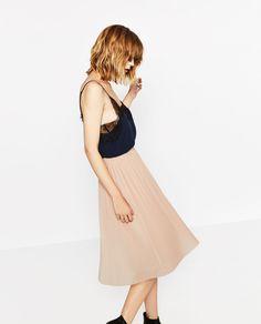 Image 2 de JUPE MI-LONGUE PLISSÉE de Zara