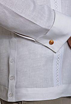 Me gusta el puño para mancuerna, el detalle de los botones a los lados
