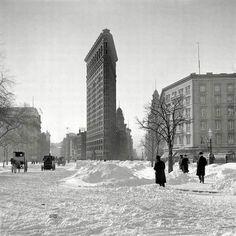 El edificio plancha de Nueva York cubierto de nieve, 1903.