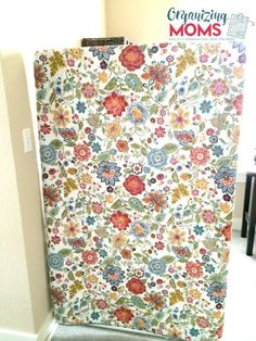 Need a room divider, but short on cash? Here's a DIY room divider that you might be able to make with stuff you already have in your home! Hanging Room Dividers, Diy Room Divider, Divider Walls, Hanging Fabric, Diy Hanging, Refurbished Bookcase, Large Curtains, Free Standing Wall, Curtain Room