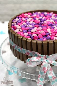 Esse foi, praticamente, o primeiro bolo que fiz sozinha depois que casei. Foi presente de Dia das Mães para minha Mãe no ano passado. Quando dava aquela vontade de comer bolo caseiro no café da tar…