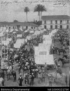 Biblioteca Departamental Jorge Garces Borrero y INGENIO MANUELTITA. Día de mercado en la plaza de Palmira,  C 1901 y 400020. PALMIRA: Biblioteca Departamental Jorge Garces Borrero, 2001. 22X18.