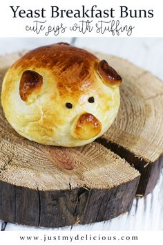 Recipe for yeast buns filled with bacon. Perfect for breakfast. Cute food for kids. Recipes With Yeast, Bacon Recipes, Cute Food, Food Styling, Food Art, Kids Meals, Camembert Cheese, Food Photography, Lunch