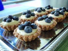 Marian pieni leipomo - Maria's little bakery: Marjaisat kaurakorit / Berry and oat baskets Berry, Waffles, Baskets, Cheesecake, Sweets, Cookies, Baking, Breakfast, Desserts