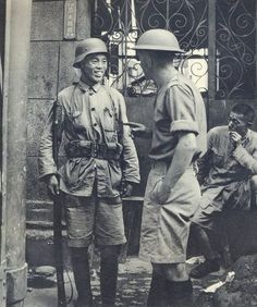 Chinese and British soldier in conversation during 1937 battle of Shanghai. Pin by Paolo Marzioli