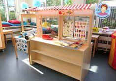 Campingwinkel en receptie, rollenspel en hoeken voor kleuters, kleuteridee, preschool camping theme.