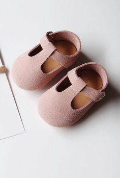 Sweet Handmade Leather Mary Jane Baby Shoes | CriaBabyShoes on Etsy