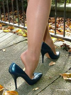 The pleasure of high Heels: Black pumps shiny pantyhose Shiny Pantyhose, Pantyhose Heels, Stockings Heels, Sexy Legs And Heels, Hot High Heels, Quoi Porter, Women's Feet, Black Pumps, Stiletto Heels