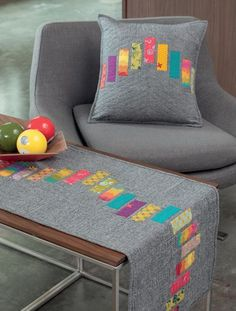 This would be a fun way to use scraps.just need background! (Book available Martingale - Think Big Amy Ellis # patchwork quilts table runners Table Runner And Placemats, Table Runner Pattern, Quilted Table Runners, Modern Placemats, Small Quilts, Mini Quilts, Lap Quilts, Scrappy Quilts, Ideas Scrap