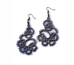 Tatted lace earrings in grey//Tatting lace//frivolite//Tatted jewelry//Lace jewelry//Lace earrings