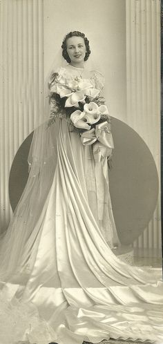 Circa 1930s bride - ♥ her dress and ♥ her bouquet!