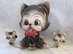 Vintage 50's Cat with kittens