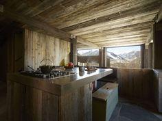 Image 20 of 39 from gallery of La Muna / Oppenheim Architecture + Design. Photograph by Laziz Hamani Aspen House, Lodge Look, Chalet Interior, Modern Mountain Home, Ski Chalet, Kintsugi, Winter House, Texture, Wabi Sabi
