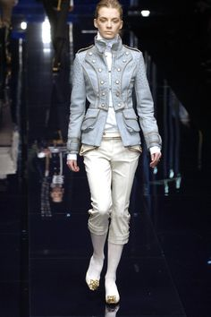 237 photos of Dolce & Gabbana at Milan Fashion Week Fall 2006.  this one dolce&gabbana show just screams six of crows at me–case in point, this reminds me of a druskelle uniform