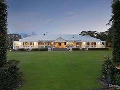 stilvoller Queenslander Source by Acerage Homes, Future House, My House, Farm House, Queenslander House, Dream House Exterior, Facade House, House Goals, Modern Farmhouse