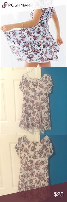 UO Silence+Noise Witchy t-shirt dress. Small. Urban outfitters Silence+Noise Witchy t-shirt dress in white floral. Size small. Posted pictures taken today plus what it looked like on me (please ignore my cheesy last first day of school pictures haha!) Urban Outfitters Dresses Mini