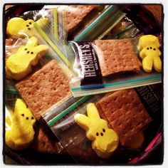 Peeps S& easter basket stuffer Since our party will be so close to Easter, I thought maybe some of us could bring things that would make cute basket stuffers. I& be bringing supplies for people to make these if they wish. Easter Snacks, Easter Brunch, Easter Party, Easter Treats, Easter Gift, Easter Recipes, Easter Decor, Easter Centerpiece, Easter Table