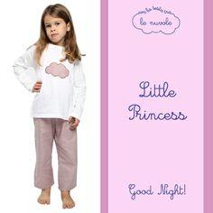 Pronti per andare a nanna? Con il #pigiama con maglietta in jersey e pantalone in flanella di cotone non vedono l'ora di andare a dormire e stare #conlatestatralenuvole! Good Night #littleprincess!