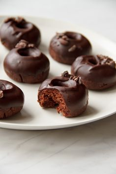 RAW Doughnuts // Chocolate and Mesquite flavour / A healthy version of the real thing, this recipe is from the Raw Desserts App.