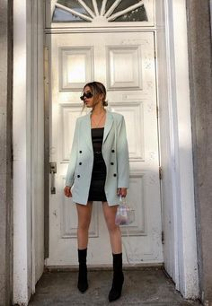 Mint Co Ord Oversized Button Front Blazer. Order today & shop it like it's hot at Missguided. Moda Oversize, Oversized Blazer, Oversized Clothing, Blazer Outfits Casual, Cute Casual Outfits, Blazer Fashion, Women Blazer Outfit, Cream Blazer Outfit, Classy Chic Outfits