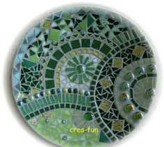 Green arcs in round design. This would be a knock out stepping stone