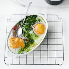 http://www.kwestiasmaku.com/zielony_srodek/pomidory/jajka_w_kokilkach_z_pomidorami/przepis.html