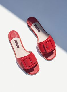 The best summer sandals to shop now from high street favourites Topshop, Zara, H&M and more. Plan ahead and pick up next season's must-have shoes with our edit of the best sandals. Leather Sandals Flat, Leather Booties, Shoe Boots, Shoes Sandals, Shoe Bag, Slide Sandals, Sandal Heels, Flat Sandals, Summer Shoes