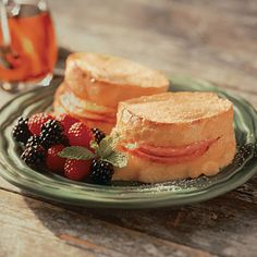 Simplify breakfast by making it the night before and popping it into the oven 15 minutes before serving time! Breakfast Toast, Breakfast Recipes, Breakfast Items, Land O Lakes Recipes, Vanilla French Toast, Good Food, Yummy Food, Warm Food, Slice Of Bread