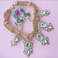 Obsessed with this beautiful statement necklace