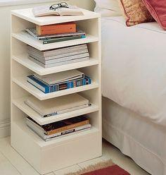 ótima ideia de móvel para cabeceira, principalmente para quem mora em apartamento pequeno onde espaço é luxo! =)