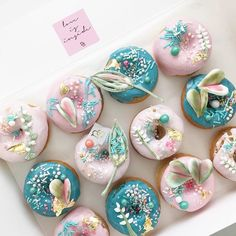 Botanical donuts - see previous post on my piping with royal icing 🌿🍩